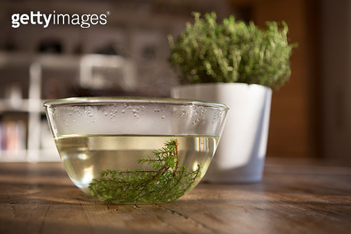 Thyme can be used as one of the most effective herbal remedies for alleviating respiratory congestion, particularly for cold and flu symptoms, in addition to having an antimicrobial effect. - gettyimageskorea