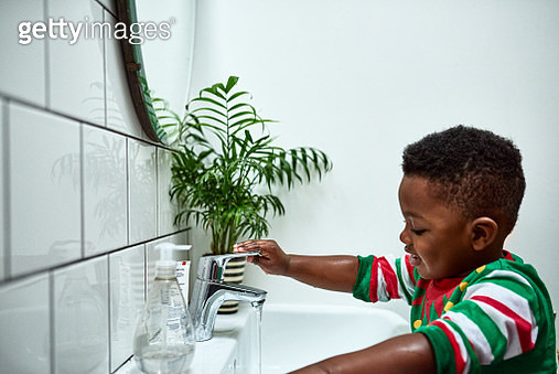 Small boy turning tap off at sink by himself, growing up, pride, development - gettyimageskorea