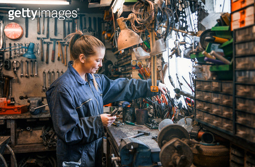 Female motor mechanic at work at the work shop. - gettyimageskorea