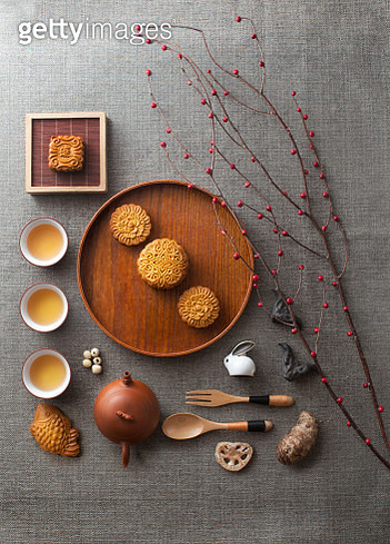 Traditional mid autumn festival mooncake afternoon tea. - gettyimageskorea