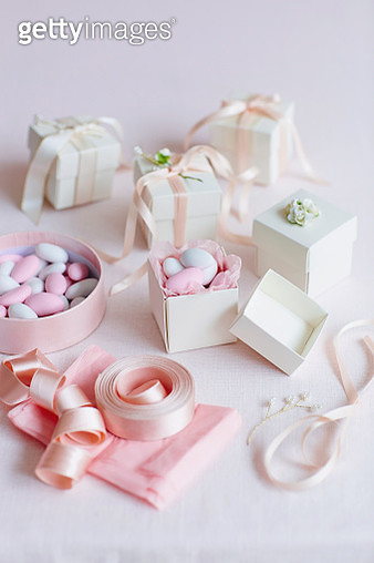 Blush wedding favour boxes - gettyimageskorea