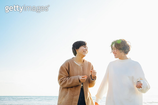 Two teenage girl laughing while talking - gettyimageskorea