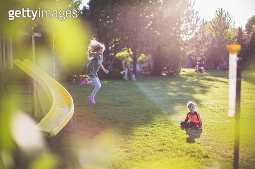 Children Playing in Backyard - gettyimageskorea