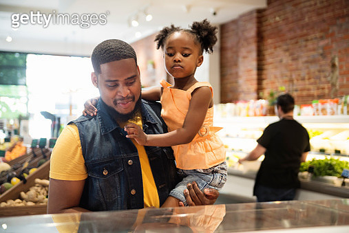 Zero waste oriented small local fruit and grocery store. Family business. Fruits and vegetables are organic and sold without wrapping. Unsold items are use to make juices, smoothies and take-out healthy food. Here father and daughter are choosing their ta - gettyimageskorea