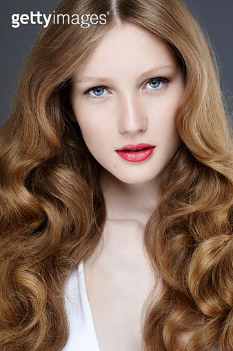studio shot of a beautiful young woman with long wavy hair - gettyimageskorea