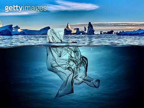iceberg of garbage plastic floating in ocean with greenland background. - gettyimageskorea