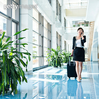 businesswoman in the airport - gettyimageskorea