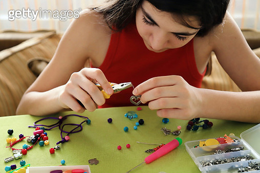 Young girl making bead bracelets - gettyimageskorea