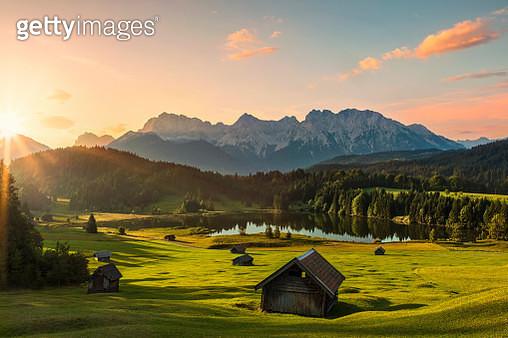 Magic Sunrise at Alpine Lake Geroldsee - view to mount Karwendel, Garmisch Partenkirchen, Alps - gettyimageskorea