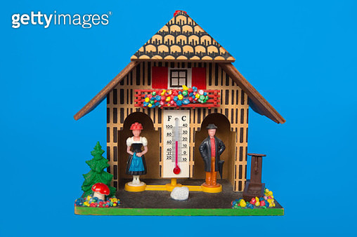 German wooden weather house with thermometer. Both people are stuck inside, as a conceptual image for relationships, marriage and communication problems.  Appropriate visual to represent social distancing and self quarantine during the Coronavirus pandemi - gettyimageskorea