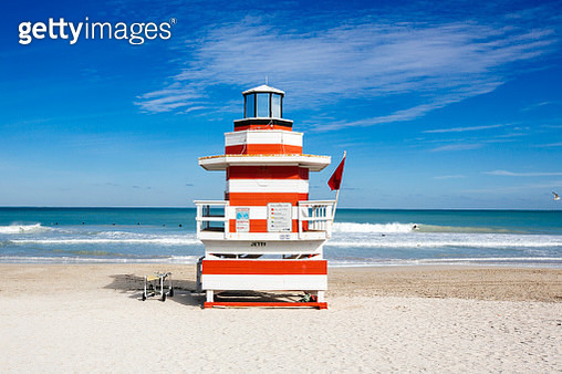 Lifeguard hut stylized as lighthouse in South Beach, Miami, Florida, USA - gettyimageskorea