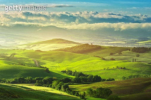 Green hills in Tuscany at sunrise - gettyimageskorea