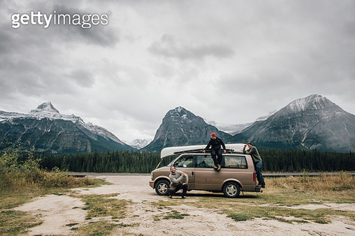 Canada, Alberta, Banff National Park, Rocky Mountains, Icefields Parkway - gettyimageskorea