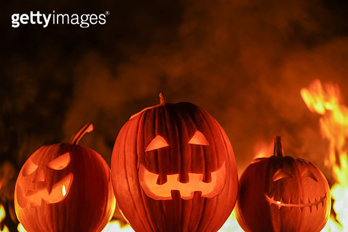 Illuminated Jack O Lanterns With Fire In Background At Night - gettyimageskorea