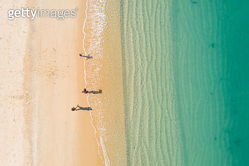 Aerial view of turquoise ocean wave reaching the coastline - gettyimageskorea