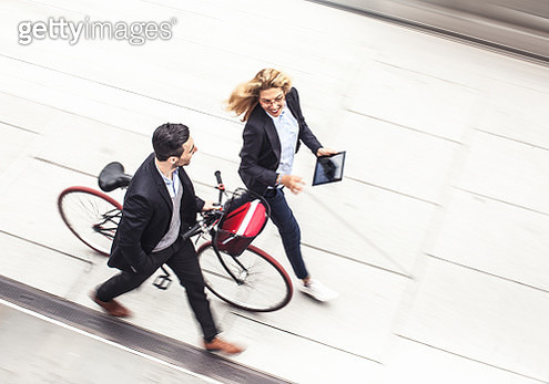 Young business couple walking by the street - gettyimageskorea