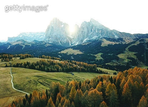 log cabins and dolomites peaks in seiser alm - gettyimageskorea