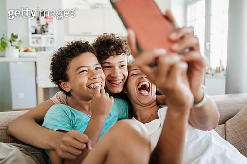 Single Mom Having Fun With Her Sons Taking Selfies - gettyimageskorea