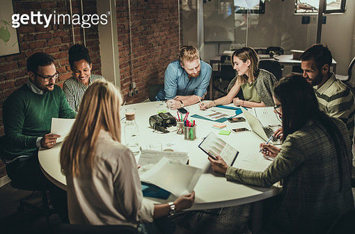 Large group of business people working on reports in the office. - gettyimageskorea
