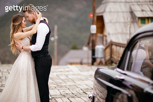 Beautiful wedding couple outdoors - gettyimageskorea