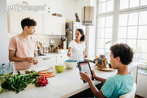 A single mom in her kitchen at home with her two sons preparing some lunch. - gettyimageskorea