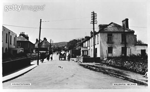 Street in Knightstown, Valentia Island, County Kerry, Republic of Ireland. - gettyimageskorea