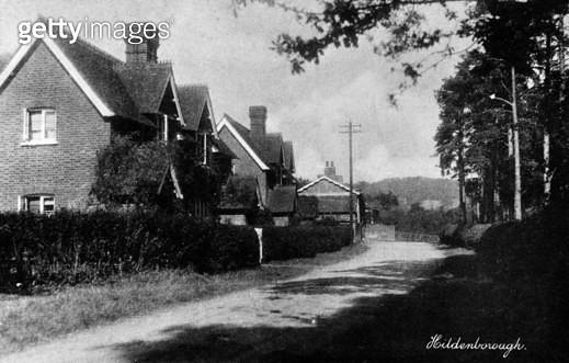 Quiet country road in Hildenborough, near Tonbridge, Kent. - gettyimageskorea