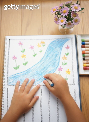Child drawing on paper - gettyimageskorea