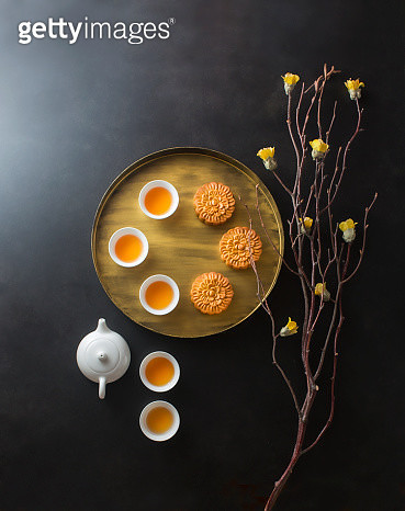 Flat lay Chinese afternoon tea with mooncake. - gettyimageskorea