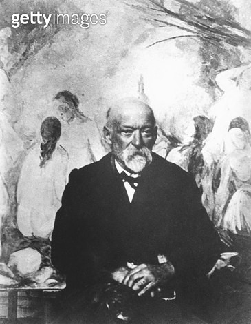 <b>Title</b> : Paul Cezanne (1839-1906) in front of his painting 'The Large Bathers' 1904 (b/w photo) (see also 217621)Additional Infoportrait<br><b>Medium</b> : <br><b>Location</b> : Private Collection<br> - gettyimageskorea