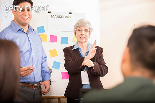 Interpreter signing during business meeting. - gettyimageskorea