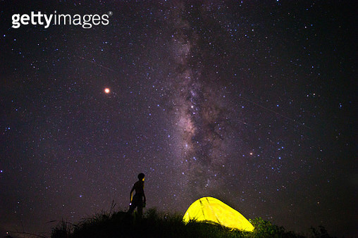 Tents under milky way galaxy with stars on a night sky background. - gettyimageskorea