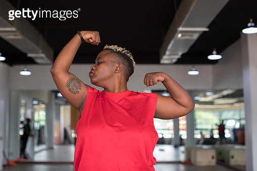 Black woman kissing her muscles at the gym - gettyimageskorea