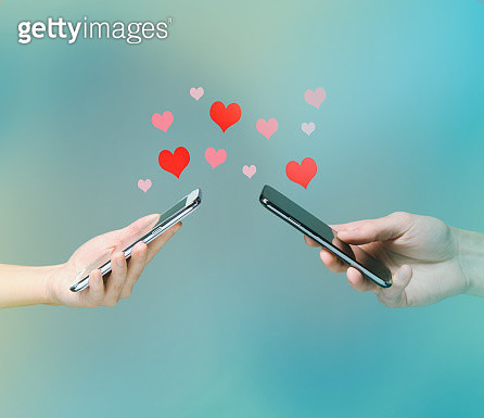 Smart phone love connection - gettyimageskorea