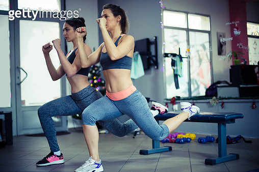 Fitness instructor working in the gym and showing an exercise - gettyimageskorea