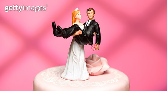 bride and groom wedding figurines - gettyimageskorea