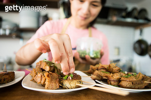 Close-up of the chef's hand making vegan cooking - gettyimageskorea