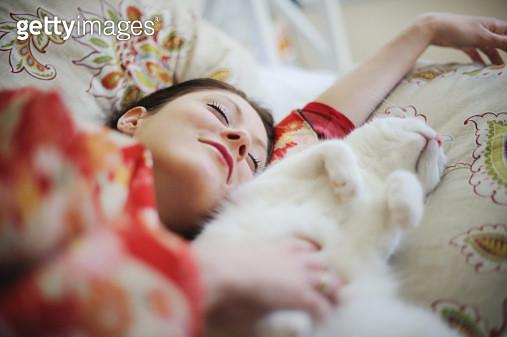 Sleeping woman in kimono with cat - gettyimageskorea