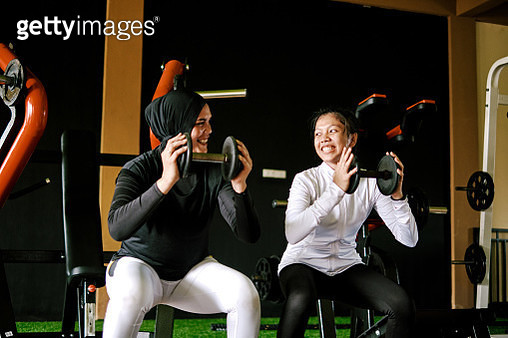 Mother and Daughter Doing Workout Together Using Dumbell at The Gym - gettyimageskorea