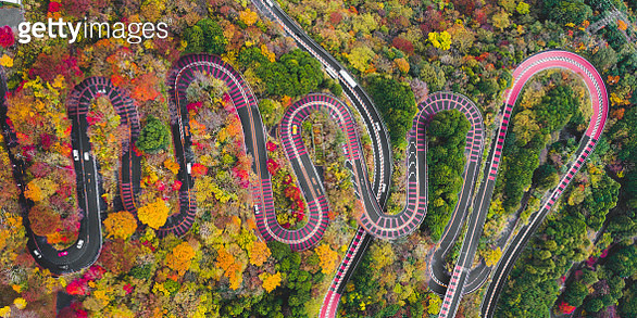 Aerial view of the sinuous curves of a scenic mountain road in Fuji-Hakone Izu National Park in autumn, Japan - gettyimageskorea
