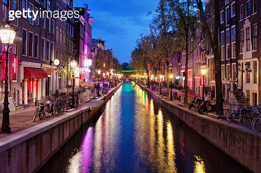Red Light District by Night in Amsterdam - gettyimageskorea