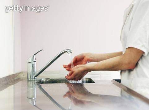 lab worker washing hands at sink - gettyimageskorea