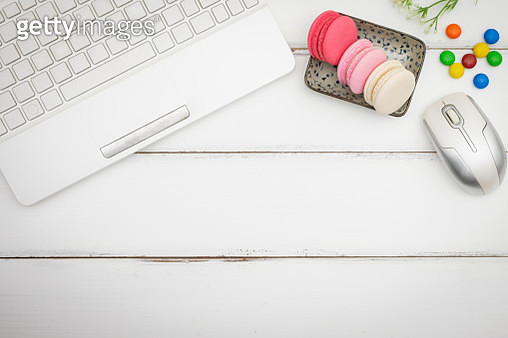 Directly Above Shot Of Macaroons With Computer Mouse And Keyboard At Table - gettyimageskorea