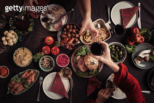 Typical swedish scandinavian christmas smörgåsbord buffet food Photo taken from above overhead table top shot Photot of typical smorgasbord with breaded ham, meatballs, sausauge,noisette, pickled herring and side dishes Julbord med griljerad skinka sill o - gettyimageskorea