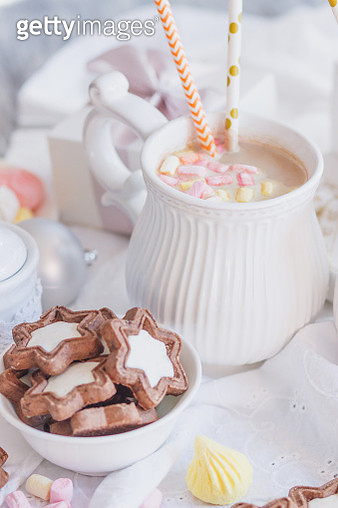 Cup Of Cacao With Marshmallow, Cookies, Meringues And Different Christmas Decorations - gettyimageskorea