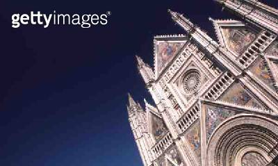 <b>Title</b> : View of the facade (photo)Additional Infobegun in a romanesque style in 1290 but continued in gothic style by Lorenzo Maitani 13<br><b>Medium</b> : <br><b>Location</b> : Duomo, Orvieto, Umbria, Italy<br> - gettyimageskorea