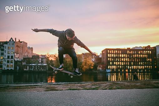 Skateboarding tricks in Berlin by the Spree river - gettyimageskorea