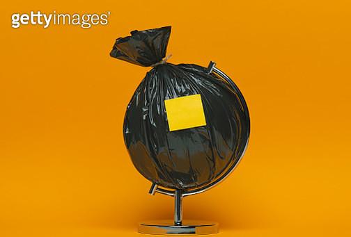 Blank Adhesive Note On The Garbage Globe - gettyimageskorea