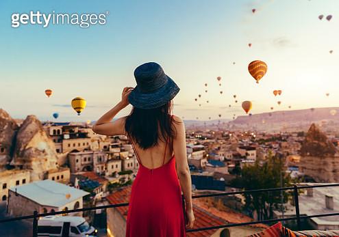 Woman, Hot Air Balloon, Sunset, Turkey - Middle East, Cappadocia, Air Vehicle - gettyimageskorea
