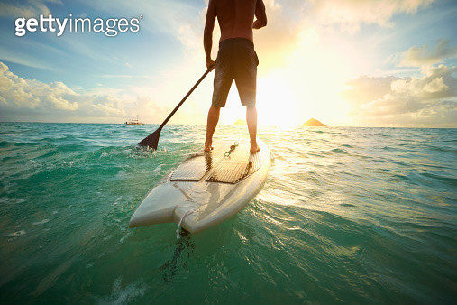 Caucasian man on paddle board in ocean - gettyimageskorea